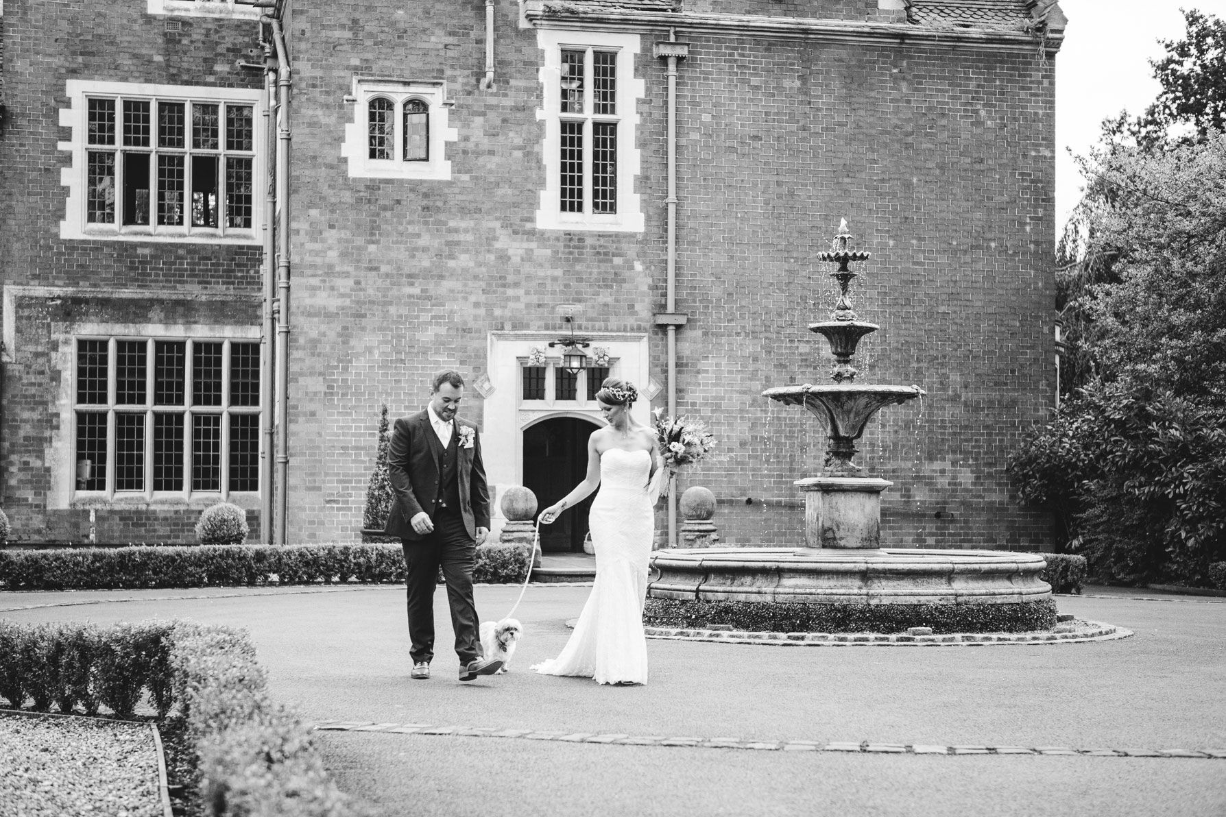 Outdoor-Ceremony-Venues-Pendrell-Hall---Helen-Howard-Photography